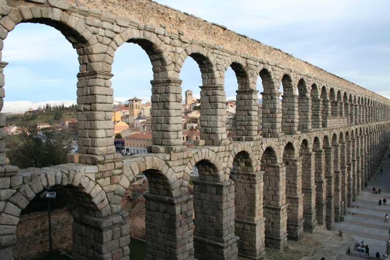 Conferencia el acueducto la imagen de una ciudad fundacion caja segovia - Acueducto de segovia arquitectura ...