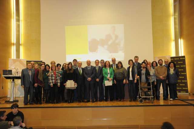entrega_ayudas_prysocs2015_grupo